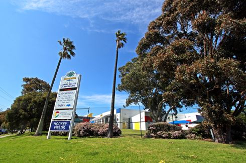 Dandenong Oasis front photo