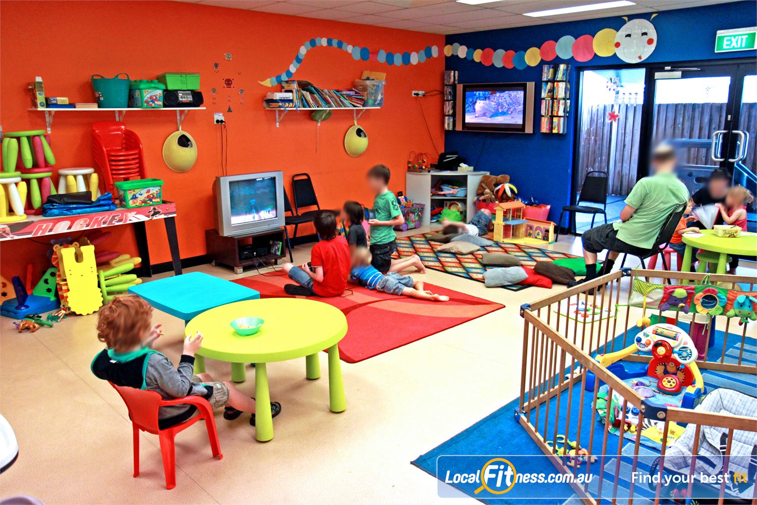 Goodlife Health Clubs Holland Park Goodlife Holland Park provides on-site child minding services.