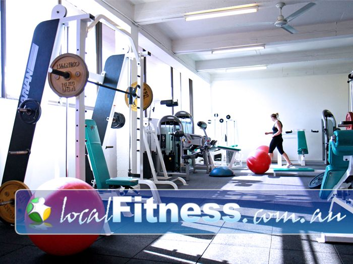 Re-Creation Health Clubs Gym Sunshine  | A extensive range of strength training equipment.