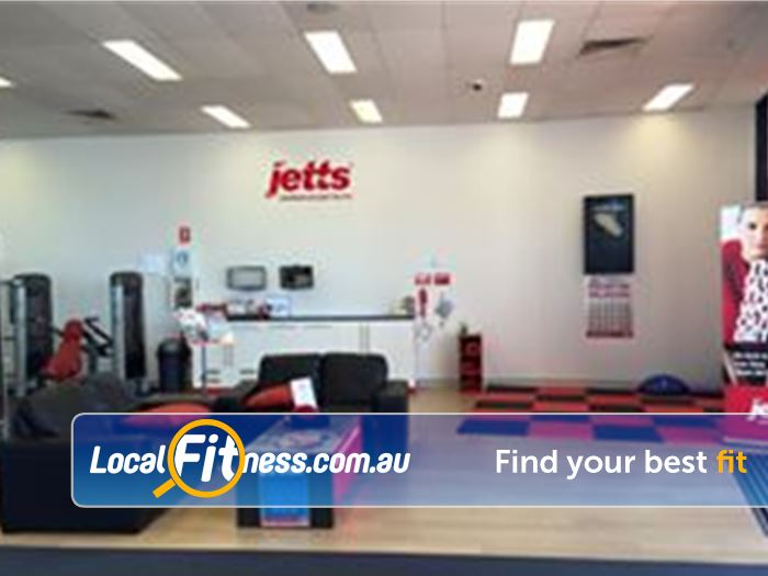 Jetts Fitness Success The comfy members lounge at Jetts Success.
