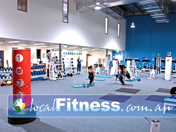 Fernwood Fitness Near Middle Park Our spacious abs and stretching area in Jindalee.