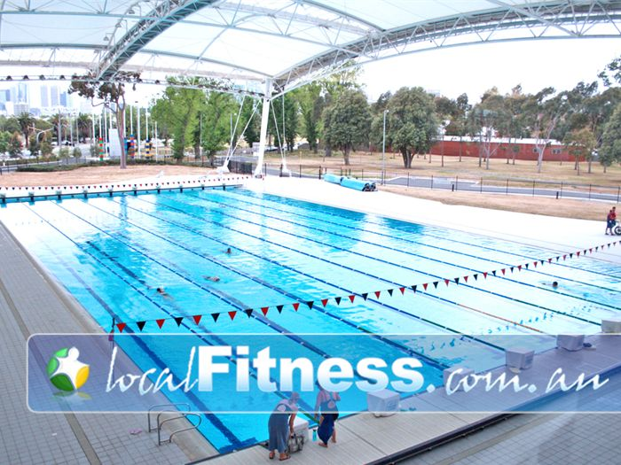 Melbourne sports aquatic centre outdoor pool near middle park open air atmosphere with for Outdoor swimming pools melbourne