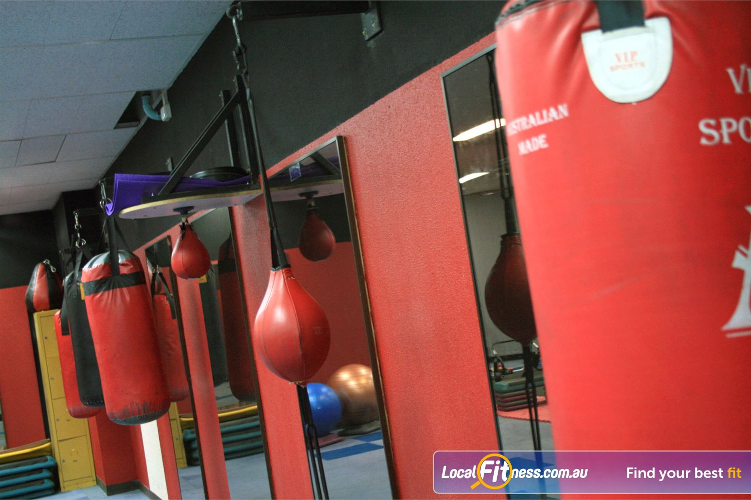 Docklands Gym & Squash Centre World Trade Centre The fully equipped Docklands boxing area.